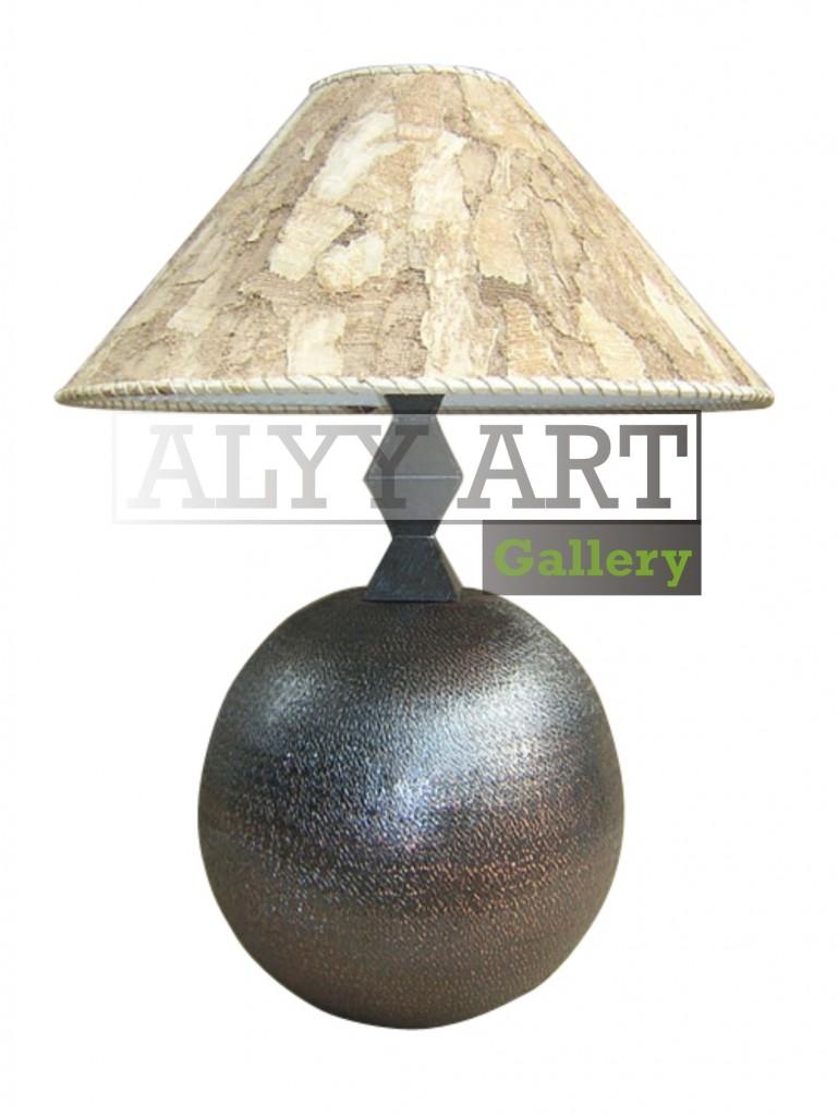 kerajinan lampu meja dari kami Alyy Art Gallery memproduksi sebuah kerajinan lampu meja yang terbuat dari bahan tembaga. Kerajinan lampju meja yang menarik